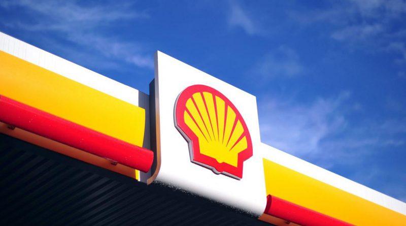 barils de pétrole versés le fleuve Nigeria